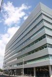 Immeuble de bureaux plaqué de métal Photo libre de droits