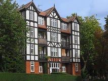 Immeuble de style de Tudor photographie stock libre de droits