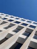 Immeuble et ciel de bureaux Images libres de droits