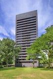 Immeuble noir ayant beaucoup d'étages de brique Cenakel, Tilburg, Pays-Bas Images libres de droits