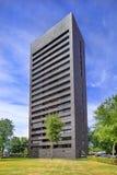 Immeuble noir ayant beaucoup d'étages de brique Cenakel, Tilburg, Pays-Bas Image libre de droits