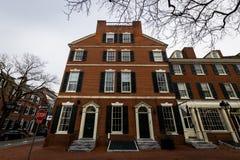 Immeubles de brique historiques en colline de société à Philadelphie, Pennsy Photos stock