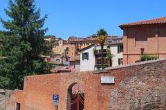 Immeubles de brique rouges, Sienna, Italie Photographie stock libre de droits