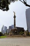 Immeubles de bureaux à Mexico images stock