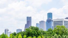 Immeubles de bureaux de éraflure de ciel dans le centre-ville photos stock