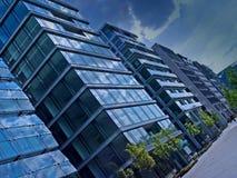 Immeubles de bureaux bleus photographie stock