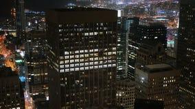 Immeubles de bureaux d'horizon de ville la nuit - San Francisco California 4K banque de vidéos