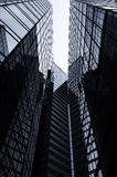 Immeubles de bureaux en noir et blanc Images stock