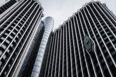 Immeubles de bureaux modernes dans AZCA Madrid images libres de droits