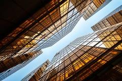 Immeubles de bureaux reflétés symétriques, Hong Kong Photographie stock