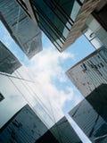 Immeubles de bureaux, regardant-vers le haut Photos stock