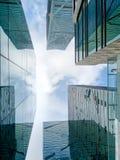 Immeubles de bureaux, regardant-vers le haut Photographie stock libre de droits