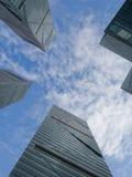 Immeubles de bureaux, regardant-vers le haut Photo stock