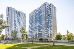 Immeubles modernes dans le nouveau secteur de Moscou Photographie stock libre de droits