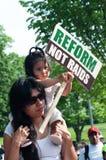 Immigranten Families op Maart stock afbeelding