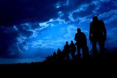 Immigration von Leuten im Blau lizenzfreie stockfotografie