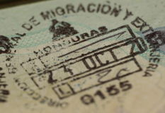 Immigrations-Stempel im Pass, Honduras Stockbilder