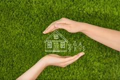 Immobiliarversicherungs- und Sicherheitskonzept Stockbilder