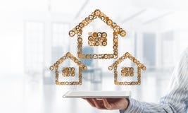 Immobilien- oder Bauidee stellte sich durch Hauptikone auf Tabletten-PC dar stockbilder