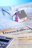 Immobilienanzeigen und -pläne lizenzfreie stockfotos