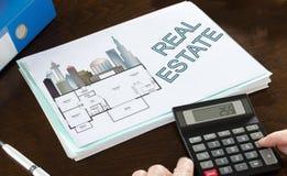 Immobilienkonzept veranschaulicht auf einem Papier Stockbild