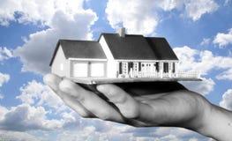 Immobilienmarkt im Himmel Stockfotografie