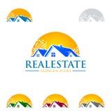 Immobilienvektorlogodesign mit Haus und Sonne formen Stockbild