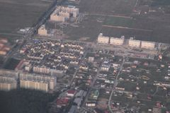 Immobiliers d'une vue de primevère farineuse Développement privé de cottages des bâtiments à plusiers étages, Kiev, Ukraine, 09 0 Photo libre de droits