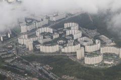 Immobiliers d'une vue de primevère farineuse Développement privé de cottages des bâtiments à plusiers étages, Kiev, Ukraine, 09 0 Image libre de droits