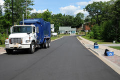 Immondizia e camion di riciclaggio Fotografie Stock Libere da Diritti
