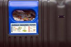 Immondizia per il riciclaggio del documento Immagini Stock Libere da Diritti