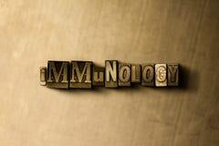 IMMUNOLOGI - närbild av det typsatta ordet för grungy tappning på metallbakgrunden stock illustrationer
