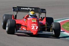 Imola, il 27 aprile 2019: Modello storico 1984 dell'automobile di Ferrari F1 126 C4 ex Michele Alboreto/René Arnoux nell'azione immagine stock