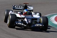 Imola, il 27 aprile 2019: Modello storico PS05 di 2000s Minardi F1 determinato dallo sconosciuto nell'azione durante il giorno st immagine stock libera da diritti