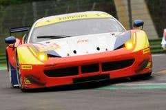 Imola, Italië 13 Mei, 2016: AF CORSE ITA Ferrari F458 Italië Duncan Cameron GBR Matt Griffin IRL a bij IEPENronde van Imola 2016 stock afbeeldingen