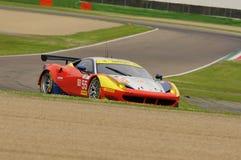 Imola Italien Maj 13, 2016: AF CORSE ITA Ferrari F458 Italia Duncan Cameron GBR Matt Griffin IRL a på ALMrundan av Imola 2016 Royaltyfria Foton