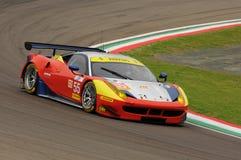 Imola Italien Maj 13, 2016: AF CORSE ITA Ferrari F458 Italia Duncan Cameron GBR Matt Griffin IRL a på ALMrundan av Imola 2016 Arkivbild