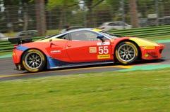 Imola Italien Maj 13, 2016: AF CORSE ITA Ferrari F458 Italia Duncan Cameron GBR Matt Griffin IRL a på ALMrundan av Imola 2016 Arkivfoto