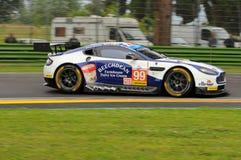 Imola Italien Maj 13, 2016: Aston Martin V8 fördel som är drivande vid Andrew Howard GBR, Darren Turner GBR på ALMrundan av Imola Royaltyfria Bilder