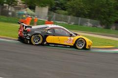 Imola Italien Maj 13, 2016: MOTORSPORT för Ferrari F458 Italia lag JMW på ALMrundan av Imola 2016 Royaltyfri Foto