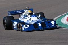 Imola, o 27 de abril de 2019: 1976 F1 históricos Tyrrell P34 Ronnie Peterson ex conduzido por Pierluigi Martini na ação foto de stock
