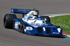 Imola, o 27 de abril de 2019: 1976 F1 hist?ricos Tyrrell P34 Ronnie Peterson ex conduzido por Pierluigi Martini na a??o imagem de stock