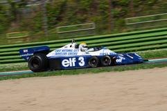 Imola, o 27 de abril de 2019: 1976 F1 hist?ricos Tyrrell P34 Ronnie Peterson ex conduzido por Pierluigi Martini na a??o imagem de stock royalty free