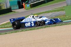 Imola, o 27 de abril de 2019: 1976 F1 hist?ricos Tyrrell P34 Ronnie Peterson ex conduzido por Pierluigi Martini na a??o foto de stock