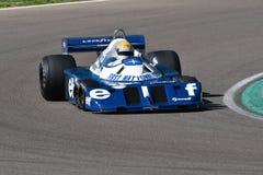 Imola, o 27 de abril de 2019: 1976 F1 hist?ricos Tyrrell P34 Ronnie Peterson ex conduzido por Pierluigi Martini na a??o fotos de stock royalty free
