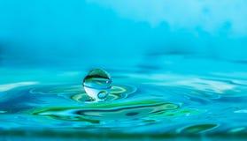 Impact en baisse de baisse de l'eau photo stock