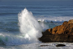 Impact of large wave against rocks Royalty Free Stock Photo