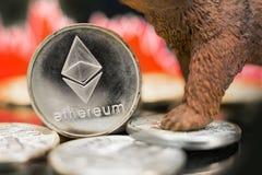 Impacto cripto do preço bearish de Ethereum imagens de stock