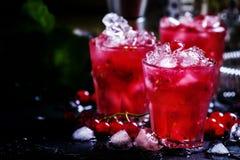 Impacto da baga de Rosso, cocktail alcoólico com corinto vermelho, vermute imagem de stock