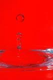Impacto da gota da água com superfície da água Fotos de Stock